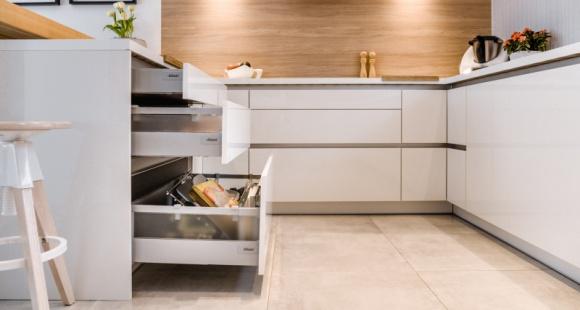 Jak wybrać szuflady w kuchni, żeby nie żałować?